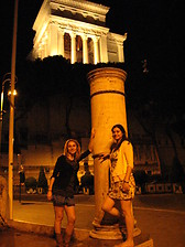 Descubriendo  Roma de noche bajo la luz de la luna