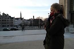 Prachtig meisje in Brussel