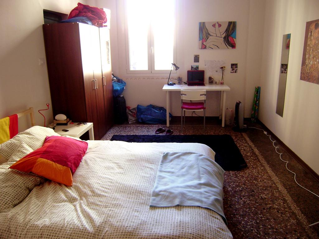Affittasi camera singola in pieno centro a bologna for Affitto stanza bologna