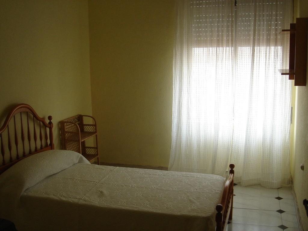 Alquiler de habitaciones para estudiantes en casa c ntrica for Habitaciones individuales en alquiler