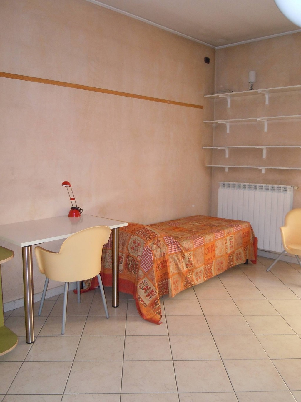 bed-double-room-bovisa-milan-erasmus-girl-697c8a2b0be8f2fb470a980689b4d838