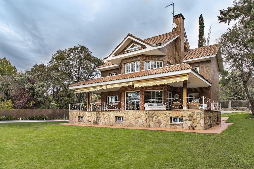 Casa muy grande con piscina privada y jardin lujo s lo for Casa y jardin madrid