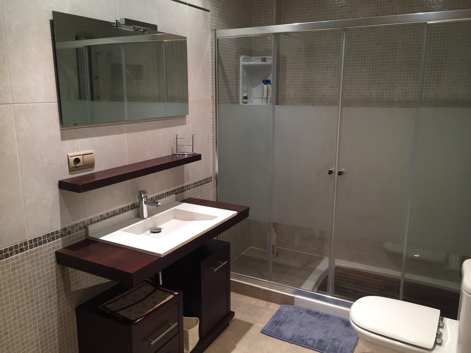 Requisitos Baño Adaptado:Habitación con cama de matrimonio y baño privado, a 10min del centro