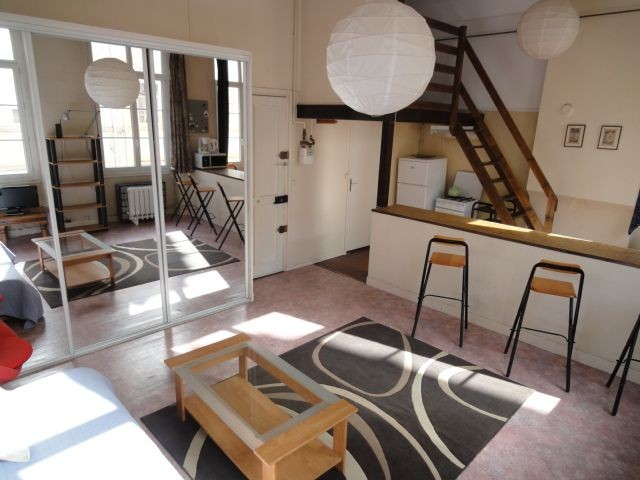 grand studio meubl lyon centre 6eme location studio lyon. Black Bedroom Furniture Sets. Home Design Ideas