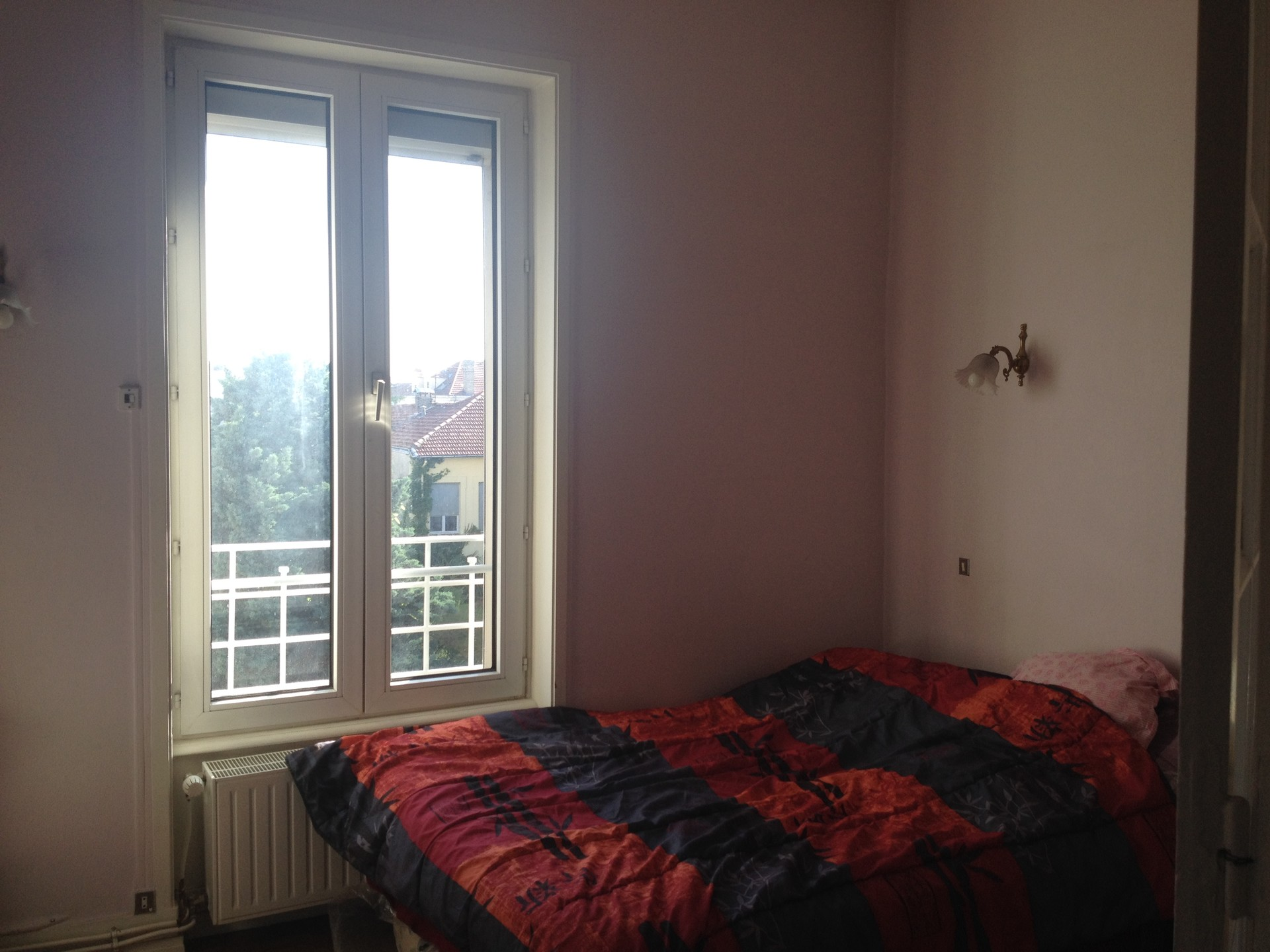 Grande chambre lumineuse et calme chez un particulier for Chambre chez particuliers
