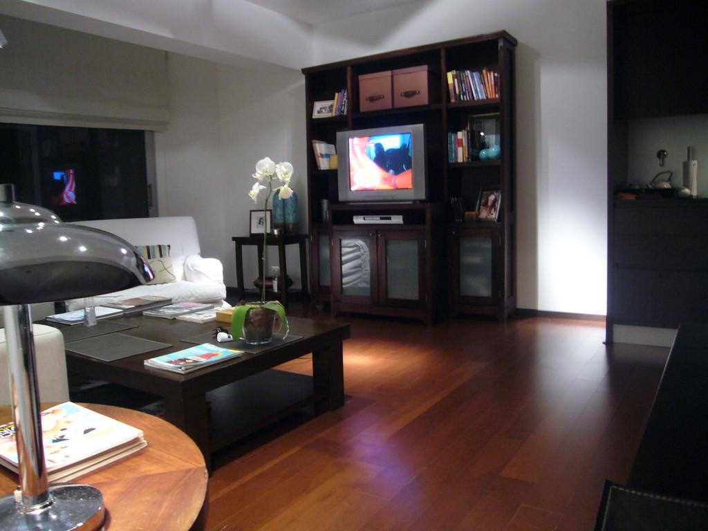 Habitacion decorada de dise o con ba o completo for Alquilar habitacion en murcia