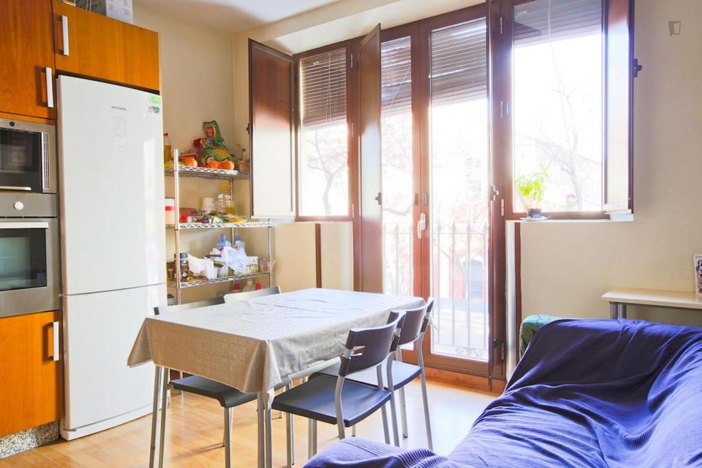 Habitaci n doble interior con ba o privado en el centro hist rico de sevilla alquiler - Pisos en el centro de sevilla ...
