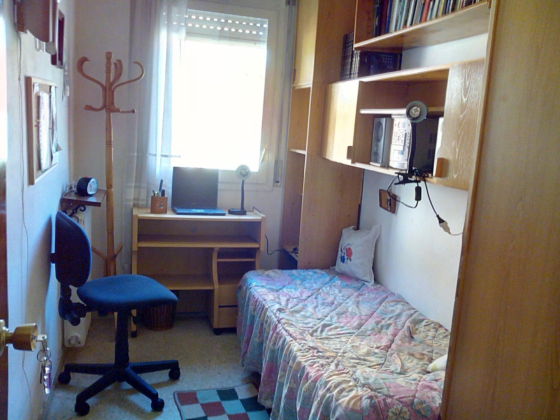 Habitacion exterior silenciosa y luminosa alquiler for Habitacion barcelona