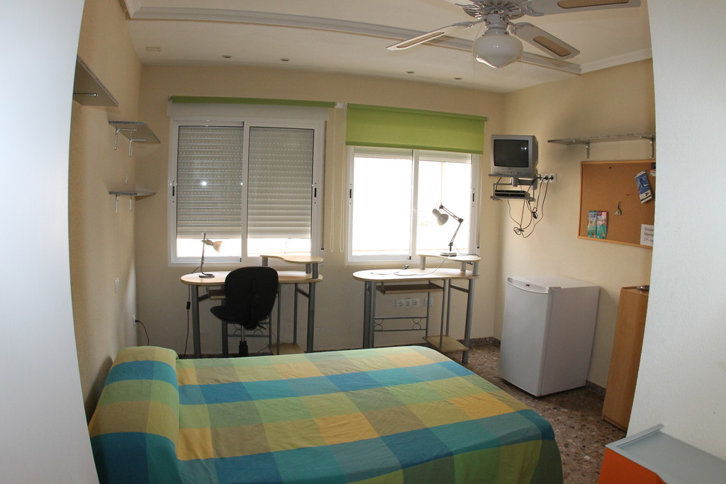 Habitaciones para estudiantes alquiler habitaciones alicante for Alquiler de habitaciones para 3 personas