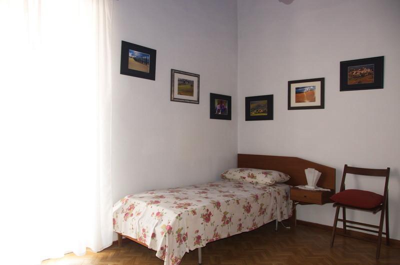 In florence single bed in double room a firenze posto letto in camera doppia stanza in - Posto letto a firenze ...