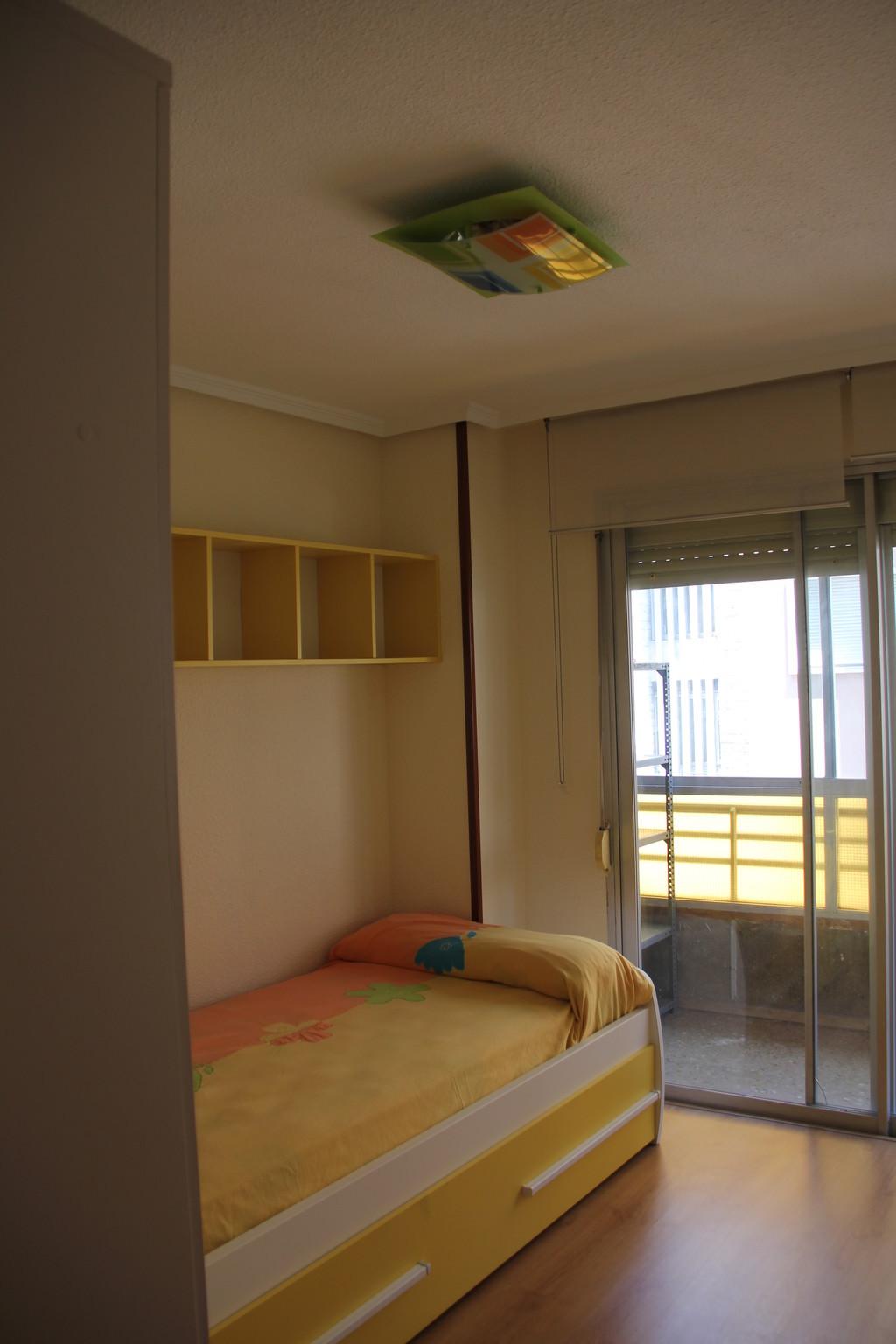 Luminosa habitaci n doble en alicante alquiler habitaciones alicante - Alquilo habitacion en alicante ...