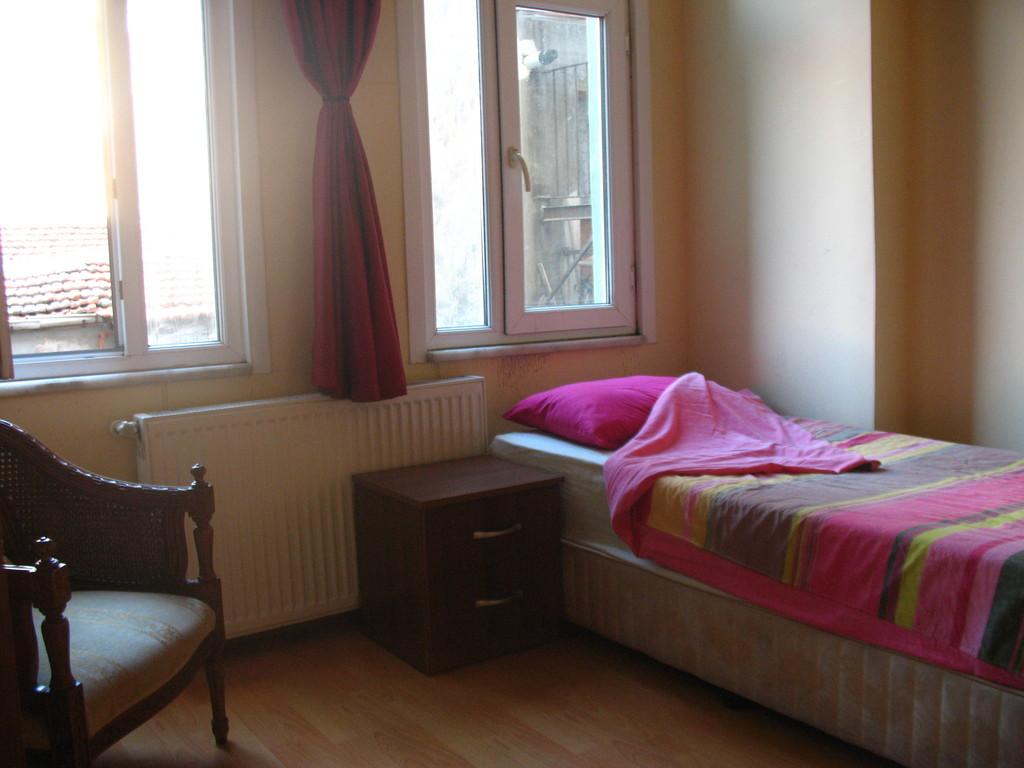 Nice Room In Cute Home Near Istiklal Street Galatasaray