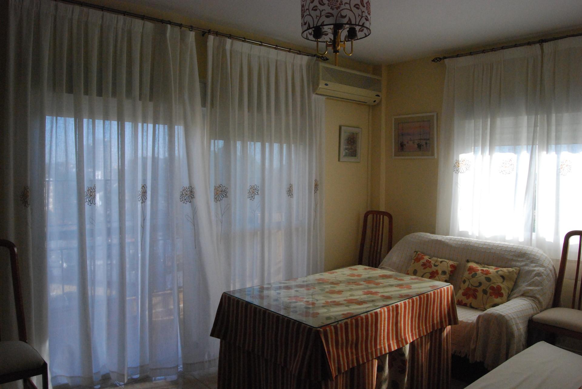 Habitaci n en piso luminoso y bien comunicado con zona for Habitaciones zona universitaria