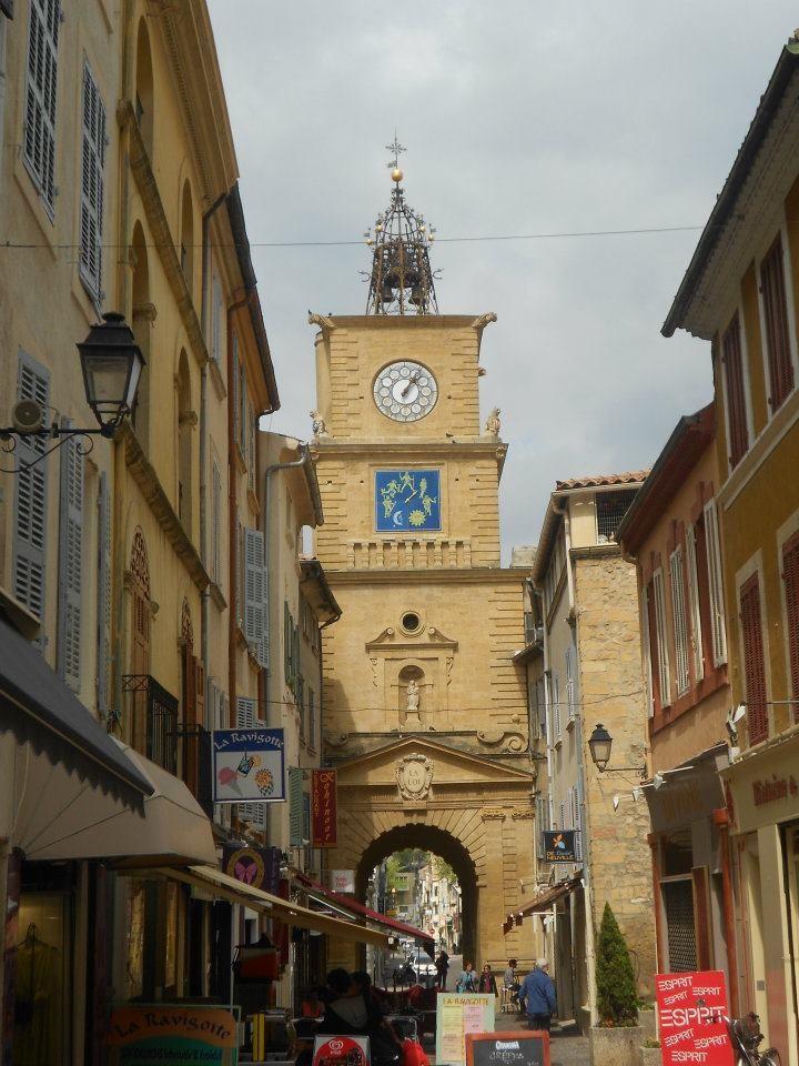 Salon de provence esperienza erasmus martigues for Porte de l horloge salon de provence