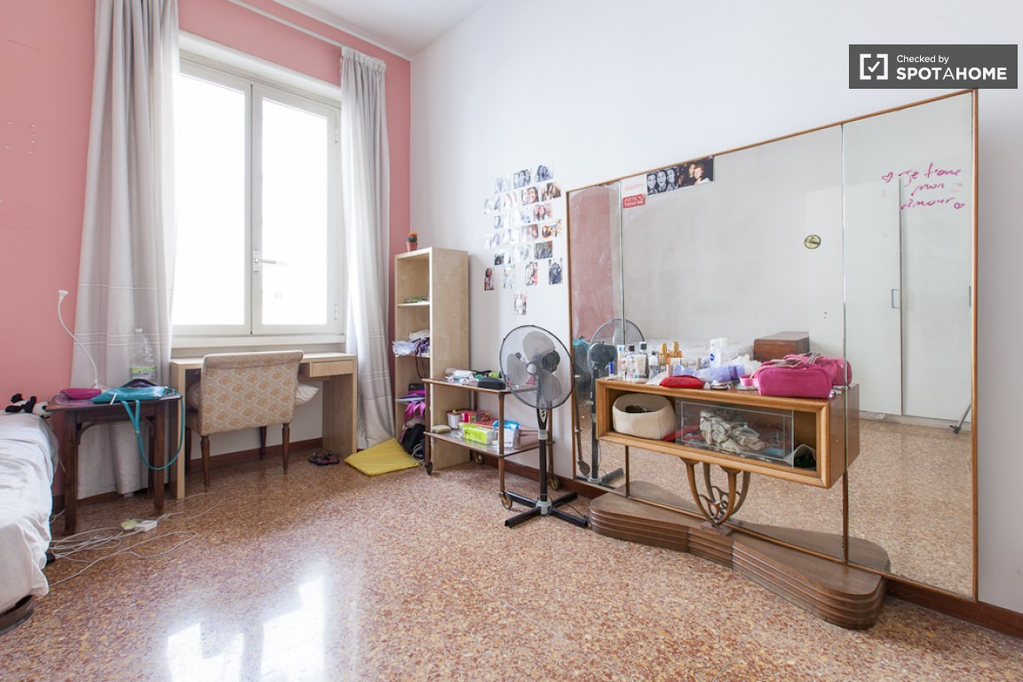 Stanza singola in piazza bologna per ragazza stanza in for Affitto stanza avvocato roma