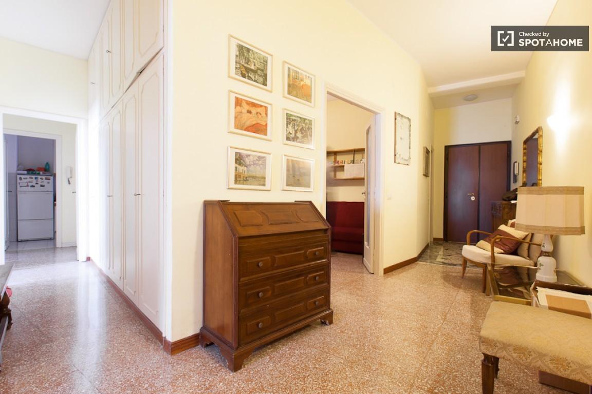 Stanza singola in piazza bologna per ragazza stanza in for Stanza affitto roma