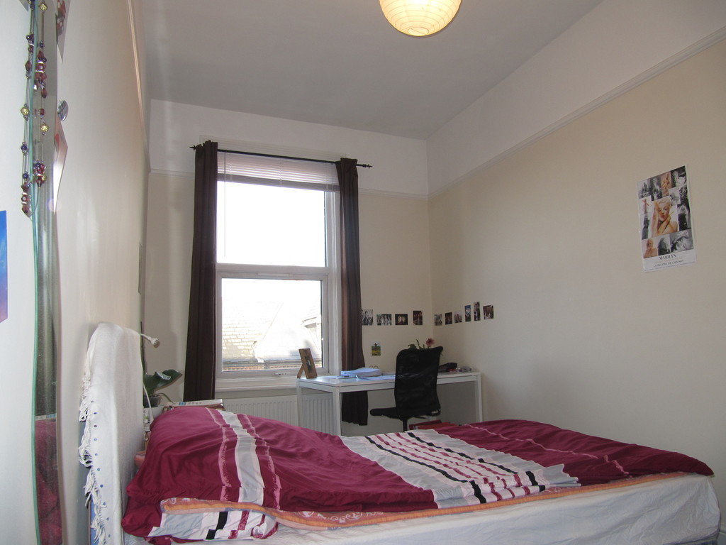 subletting-cosy-room-finchley-road-mai-july-65ae9656599d8599630e2b278e975f5b