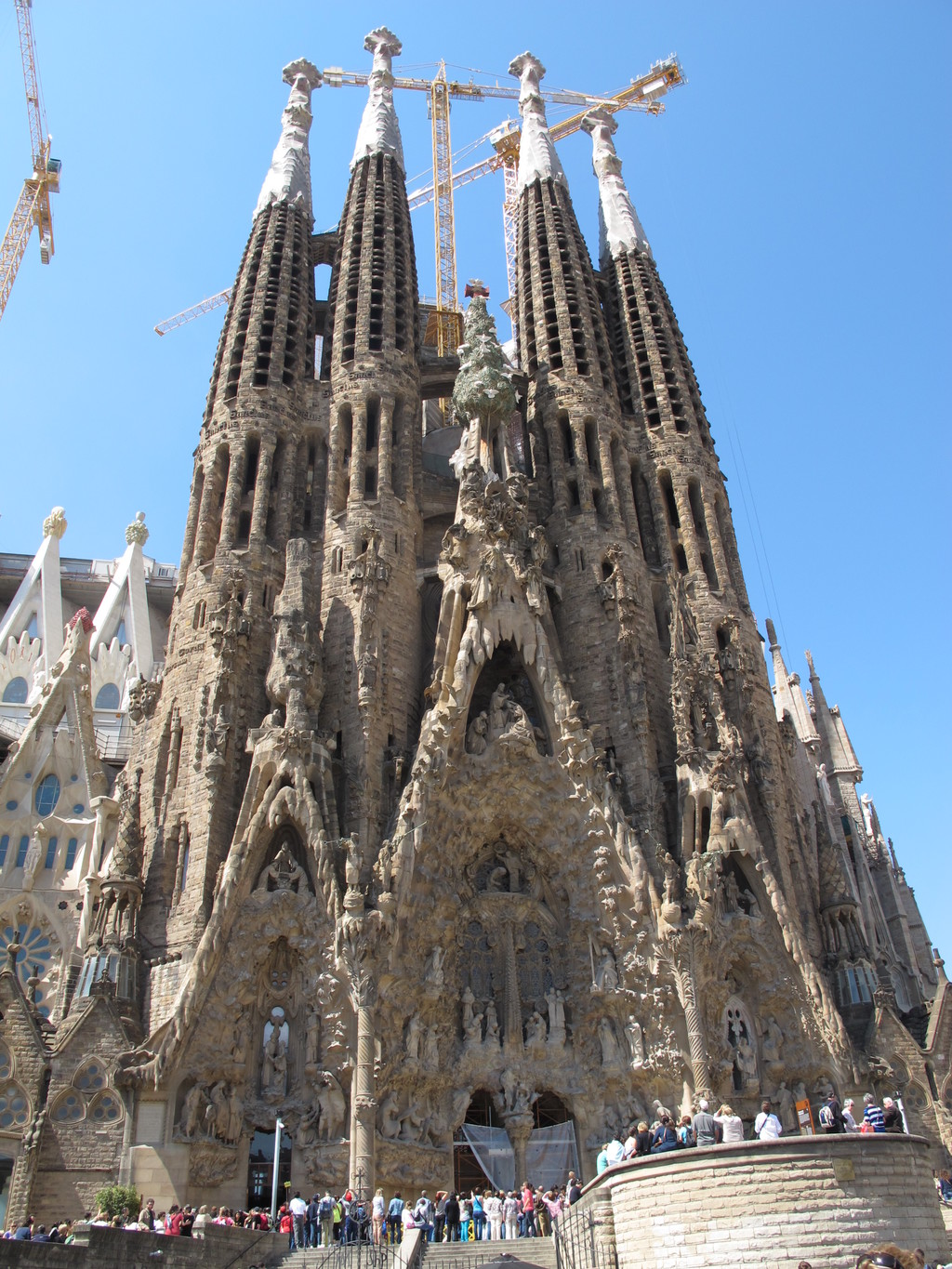 La sagrada familia what to see in barcelona for Barcelona famila