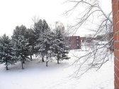 Residencia universitaria en invierno