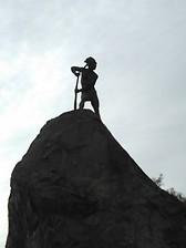indio en el cerro de santa lucia