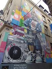 Mannekin Pis hip hop.