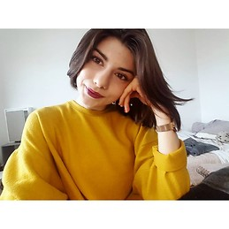 ad5af13445f83 French girl of 19 year old