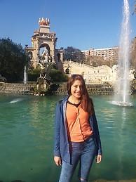 Soy una chica de 21 a os vivo en barcelona y busco una for Busco habitacion compartida