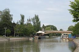cafeteria en el rio