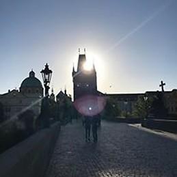 Güneş Prag'a Gösterirken Yüzünü