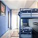 Habitación con literas e amplio luminoso céntrico y bien comunic