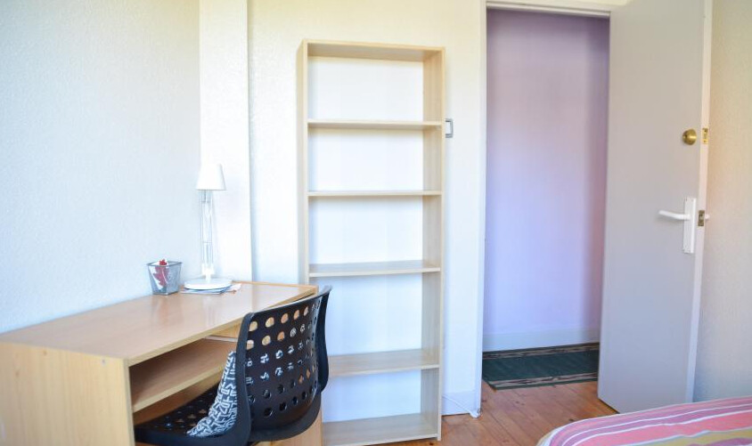 Habitación muy luminosa y acogedora en piso compar