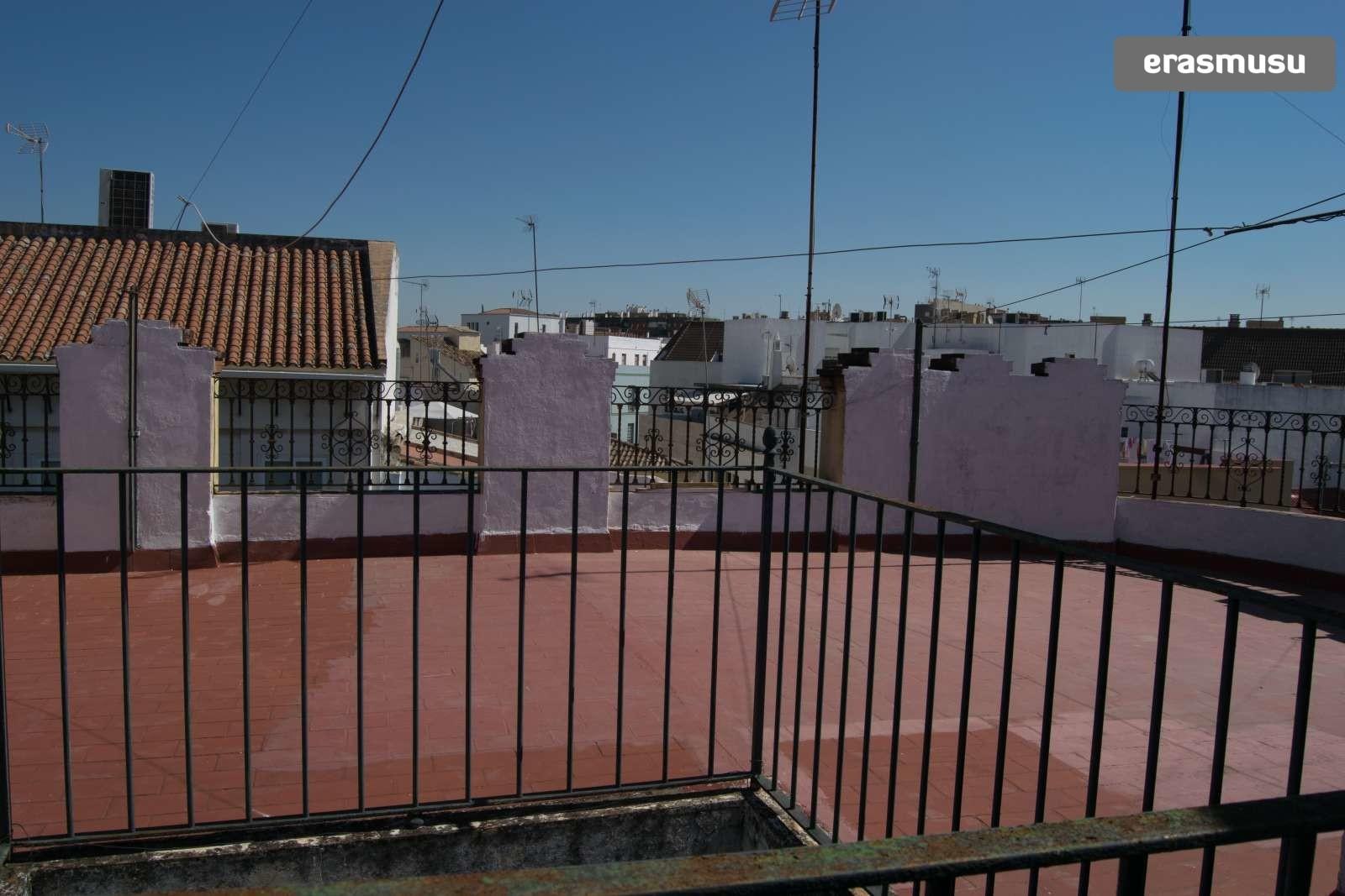 Calle Escuelas Pías,  23