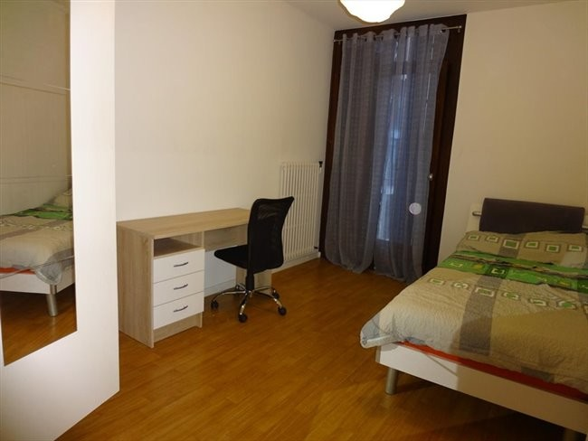 1-bedroom-available-good-price-quality-52bafa757a5235d5c99b6d200769ef82