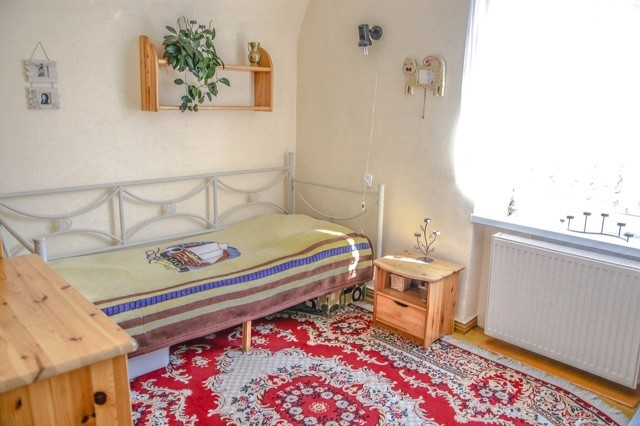 1 bedroom for rent in 3 bedroom flat near medical university of