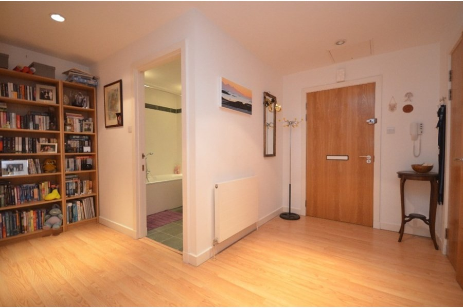 1 bedroom for rent in furnished modern flat next to west end