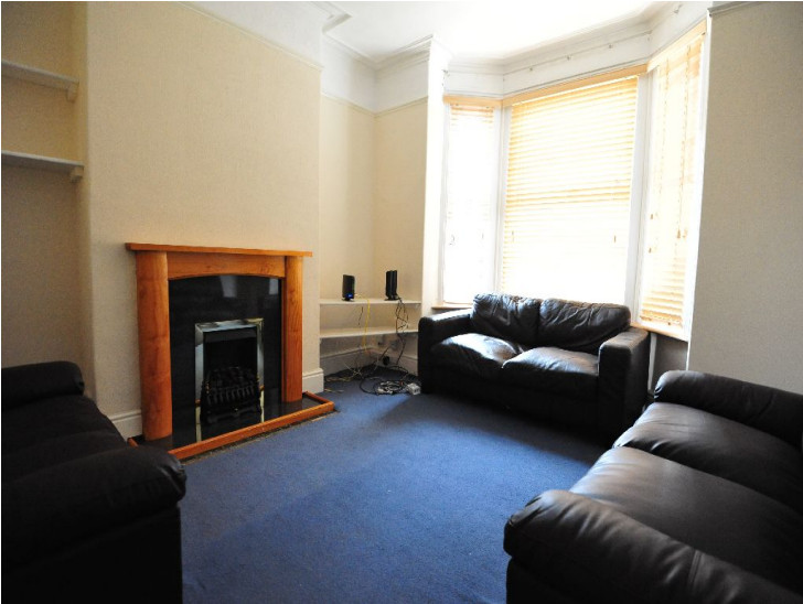 1 bedroom to rent in a spacious 4 bedroom house in central coventry with large lounge kitchen for Average cost to move a 4 bedroom house