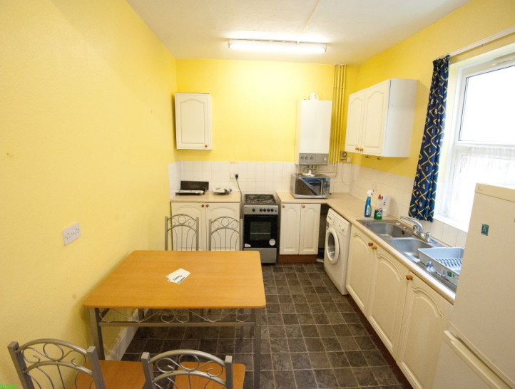 1 bedroom to rent in a spacious 4 bedroom house, in central Coventry ...
