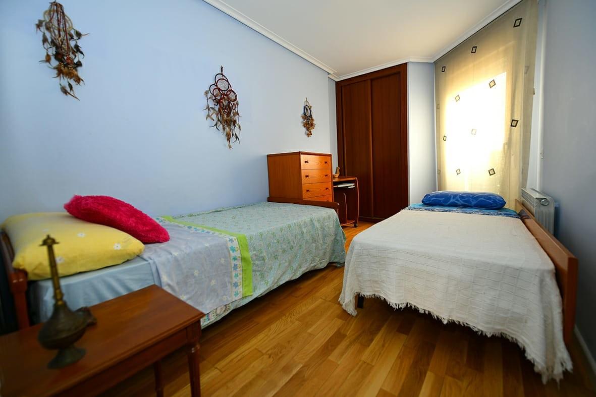 Se alquila Habitación con cama individual para lar