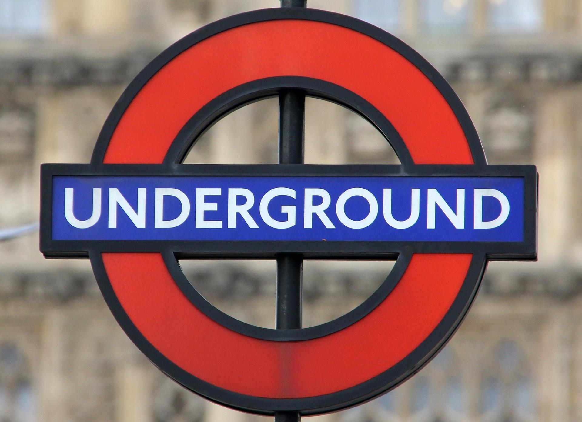 15 rad dla podróżujących pierwszy raz londyńskim metrem