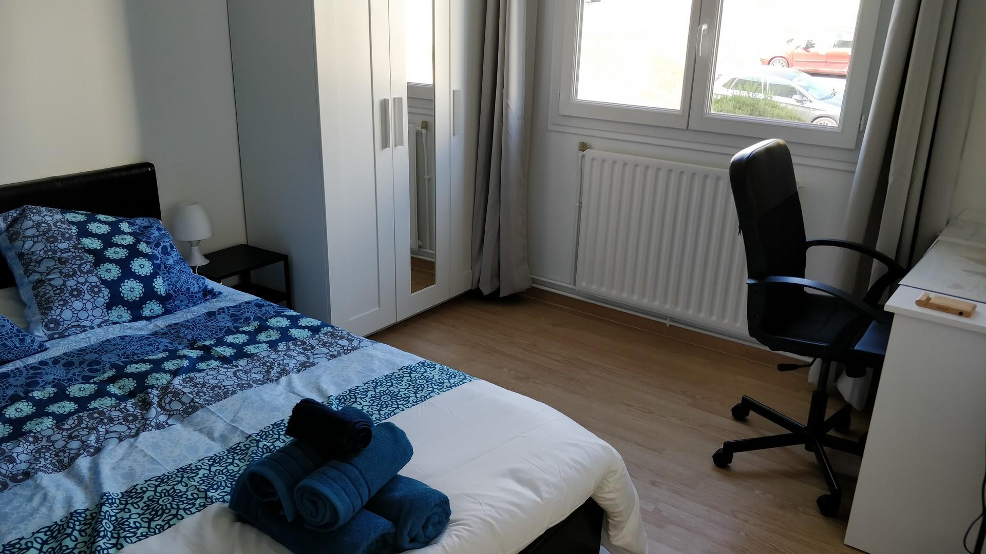 Les 4 Pieds Rouen warm student bedroom to rent in 4-room flatshare in rouen