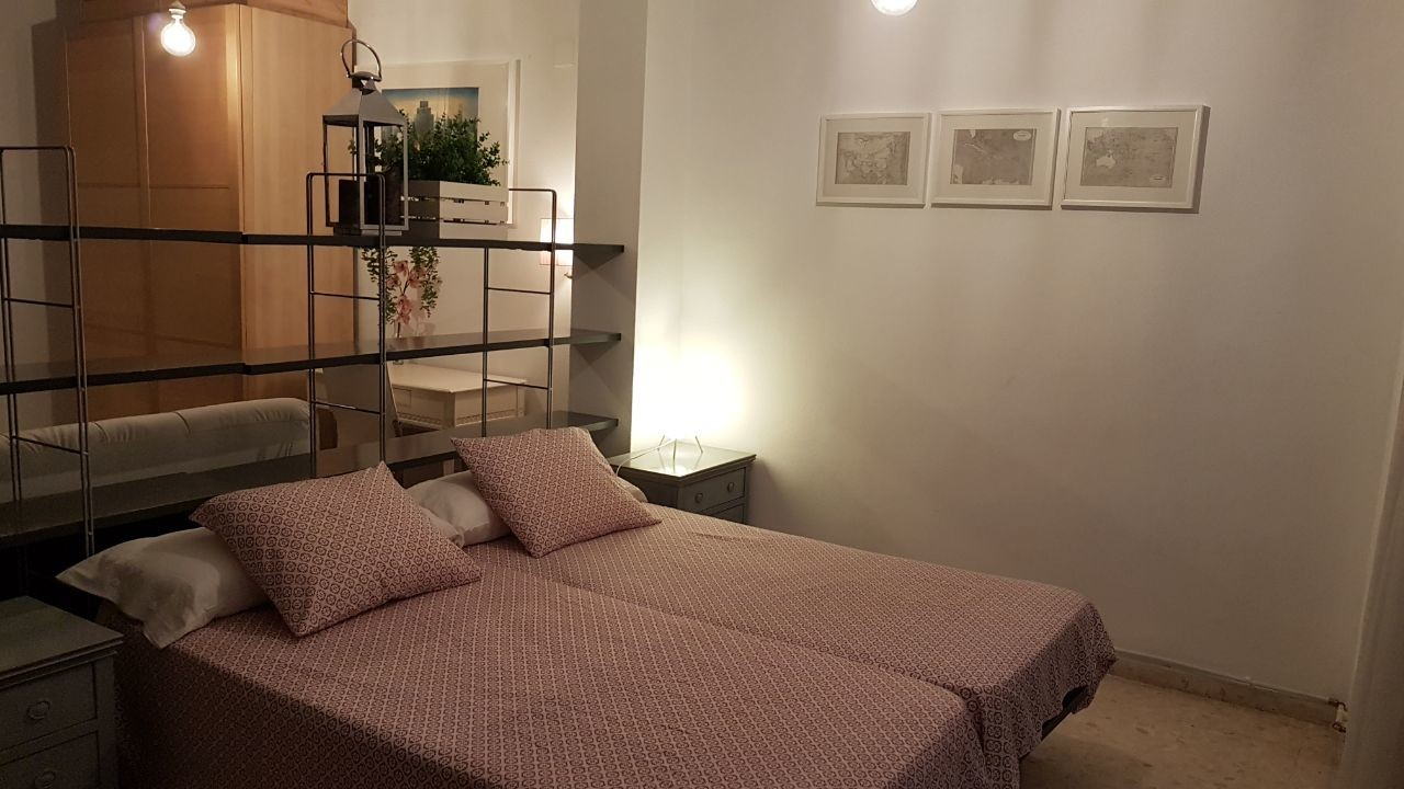 Amplia habitación en el centro de Castelló de la p