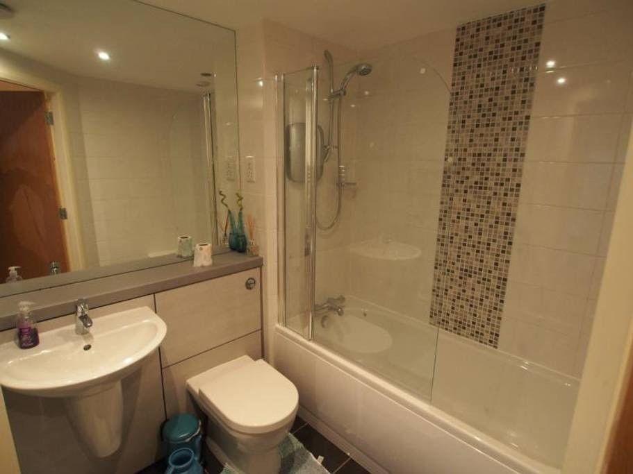 1st Floor, Executive, 2 Bedroom, Tastefully Furnished flat!