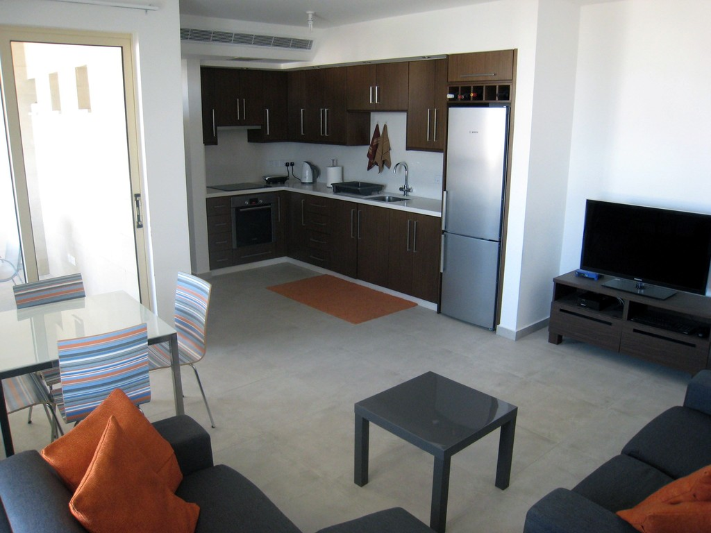 2 bedroom apartment for rent in aradippou