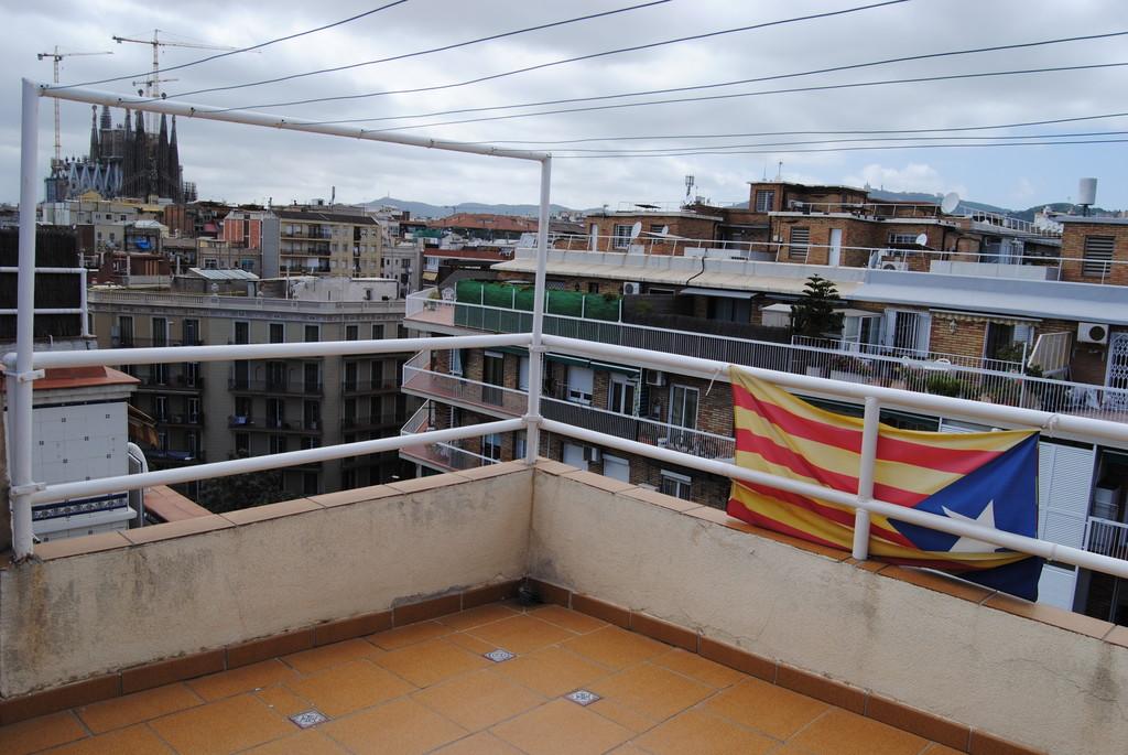 2 habitaciones en atico duplex sagrada familia alquiler - Atico duplex barcelona ...