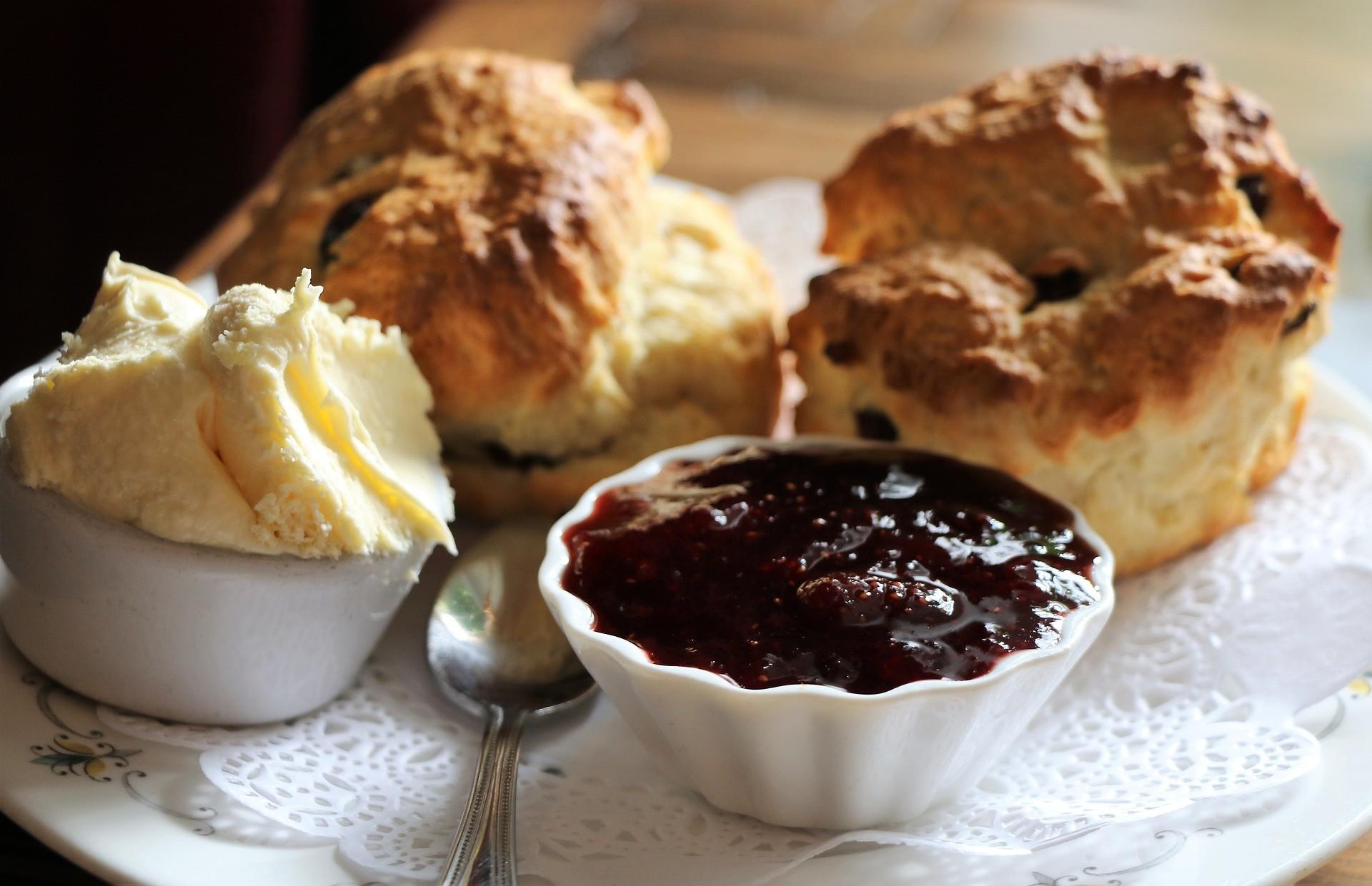 20-classic-british-snacks-need-try-f0035