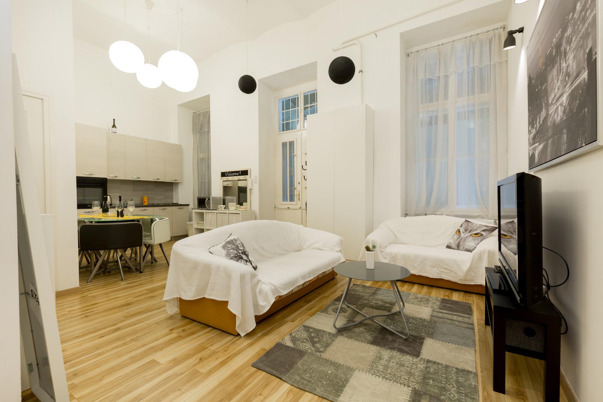 3 Bedroom 2 Bathroom Apt For Three Students On Andrassy Str
