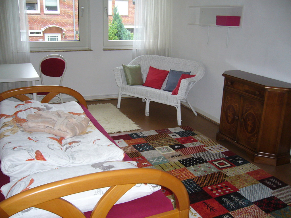... 3 Rooms In Completely Furnished House For 3 Girls (Hamburg Rahls ...