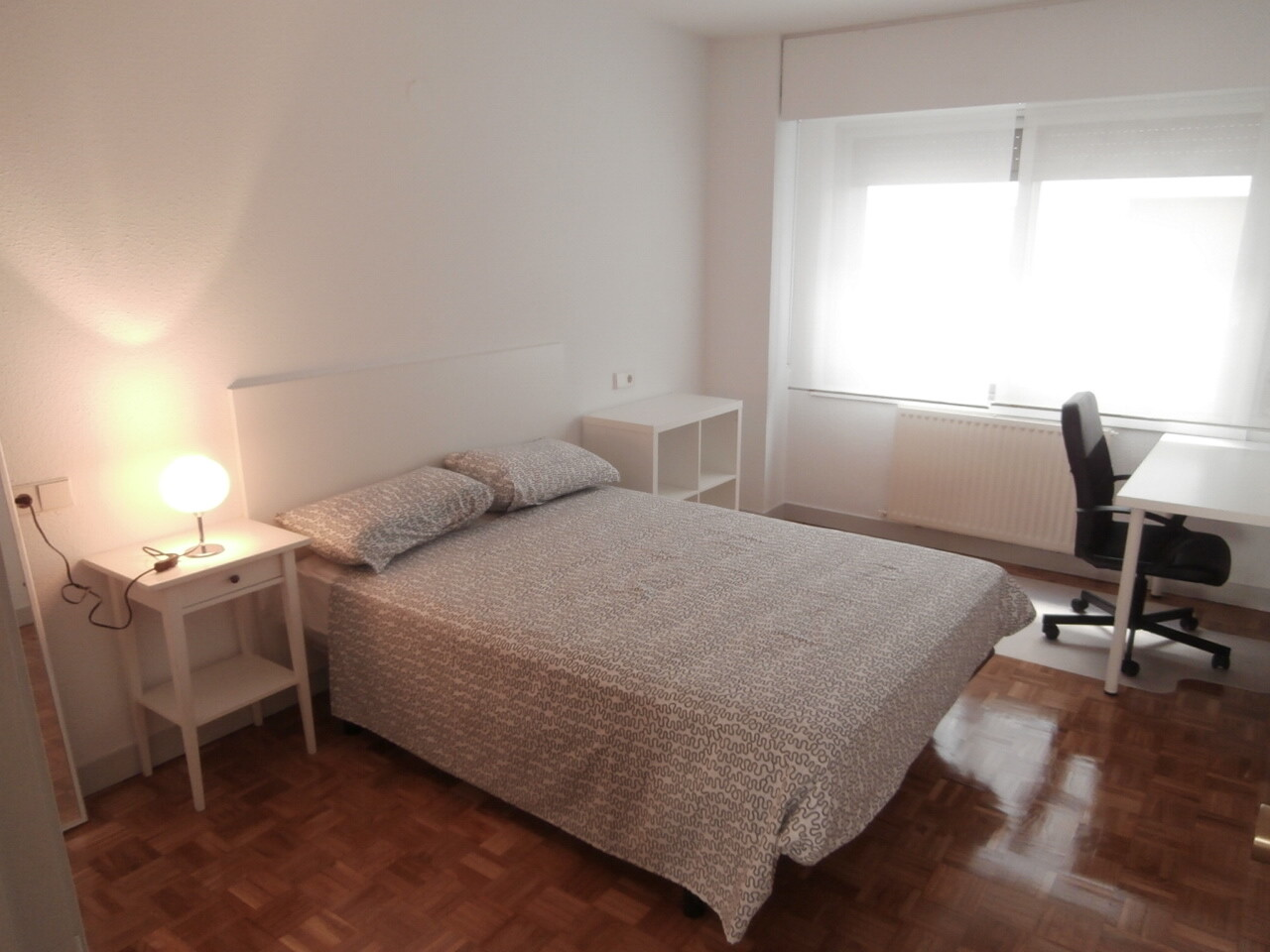 Spacious room in a nice apartment 5 minutes from t