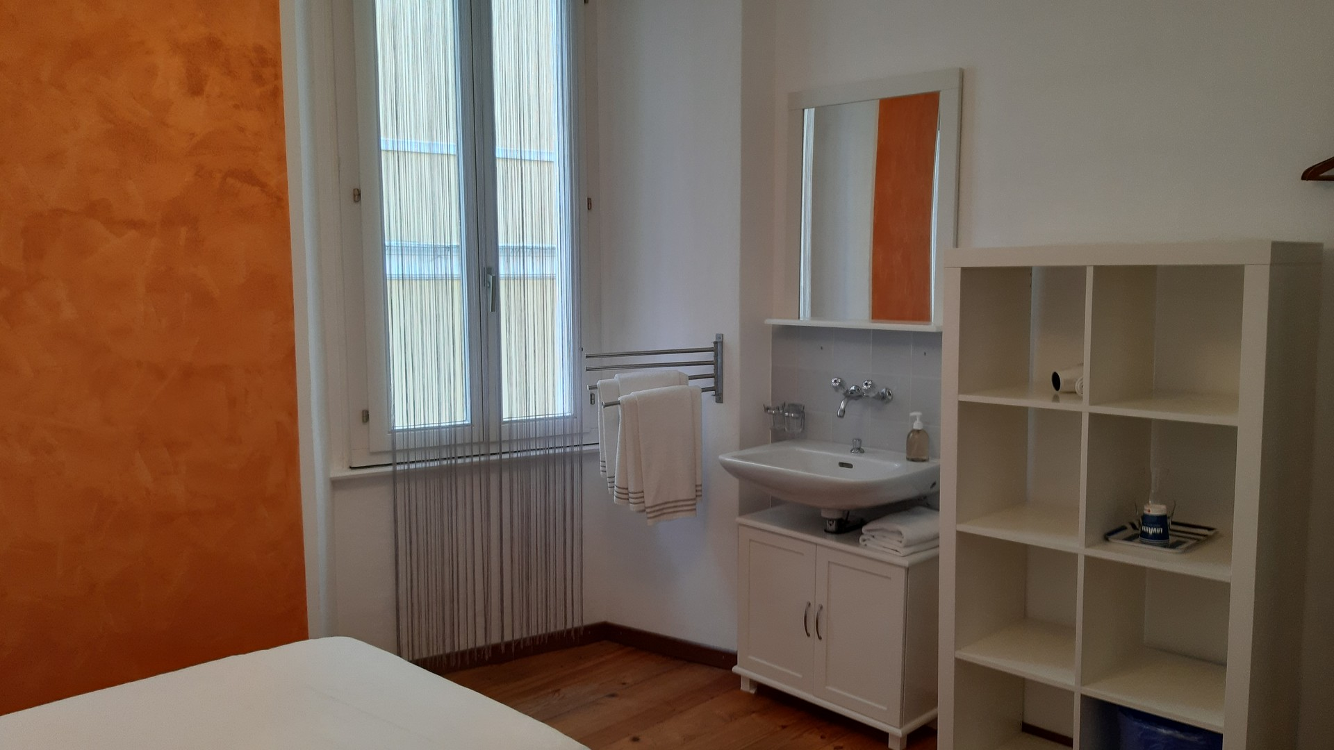 Single Room With Shared Bad 1 Each 2 Rooms Room For Rent Locarno