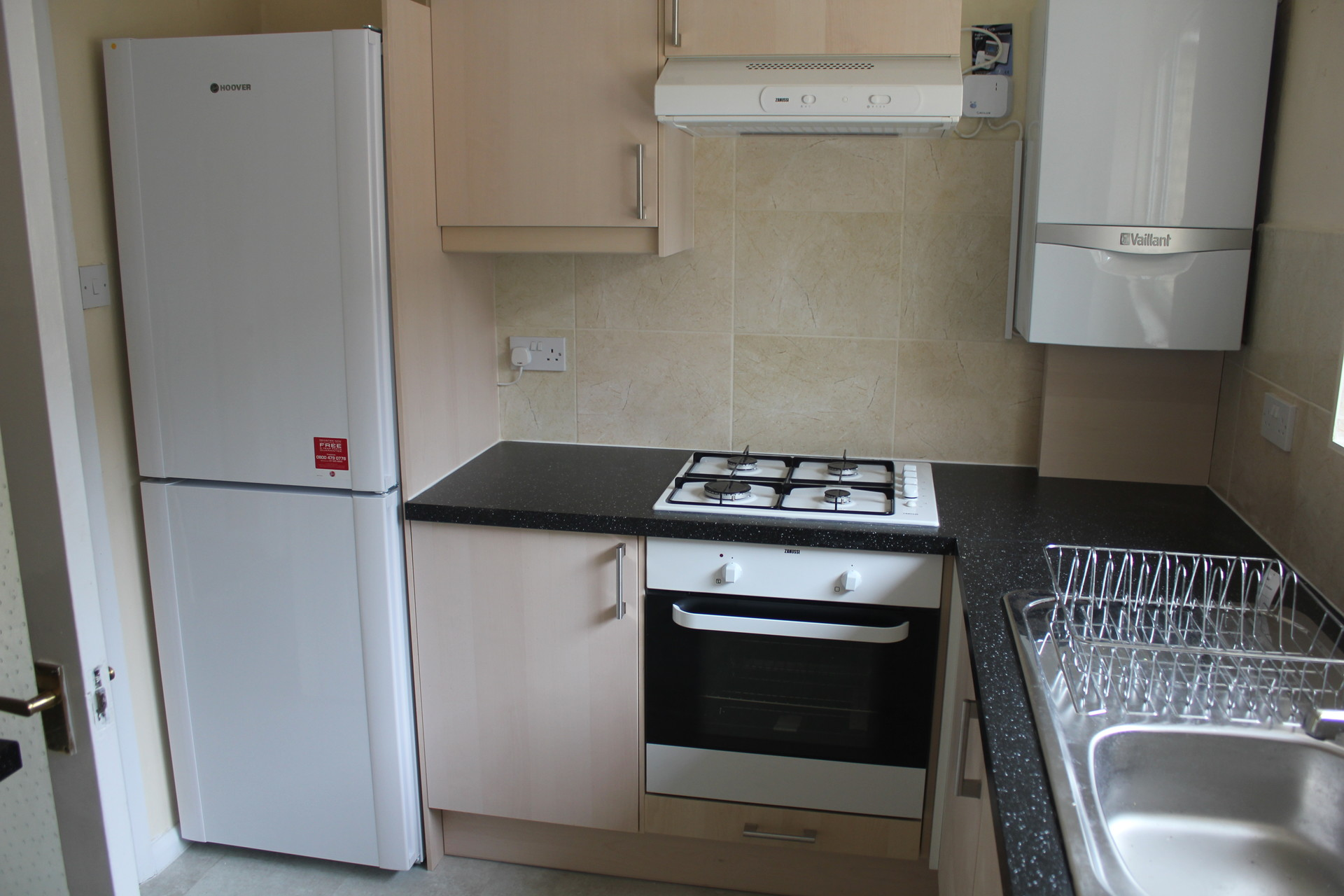 4-bed second floor flat - FOR GROUPS ONLY / SLEEPS 4 PERSONS